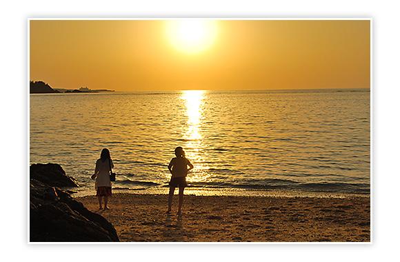コテージ宙から近くのビーチ、夕日も素晴らしいです